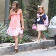 Jessica Alba, enceinte, se promène avec ses filles Honor et Haven à Hollywood le 17 septembre 2017.