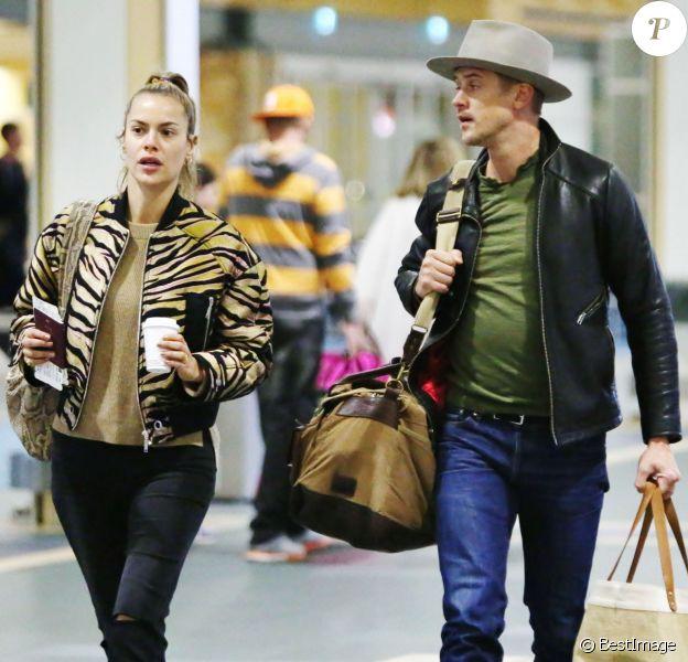 Exclusif - Boyd Holbrook et sa petite amie Tatiana Pajkovic à l'aéroport de Vancouver pour prendre l'avion à destination de Los Angeles, le 14 avril 2017