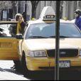 Natalia Vodianova et sa famille prennent un taxi