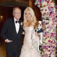 Hugh Hefner et Crystal Harris le jour de leur mariage à la Playboy Mansion à Los Angeles, le 31 décembre 2012.