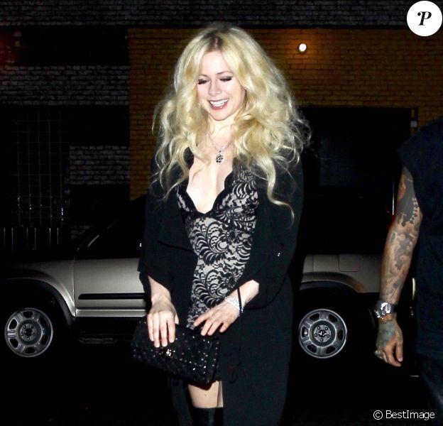 Avril Lavigne sort du restaurant TAO à Hollywood, le 27 septembre 2017.