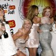 Les Girls Aloud, aux Brit Awards 2009, savourent leur victoire !