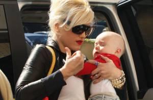 Gwen Stefani, elle a assorti son fils Zuma à... son sac et son rouge à lèvres ! La totale !