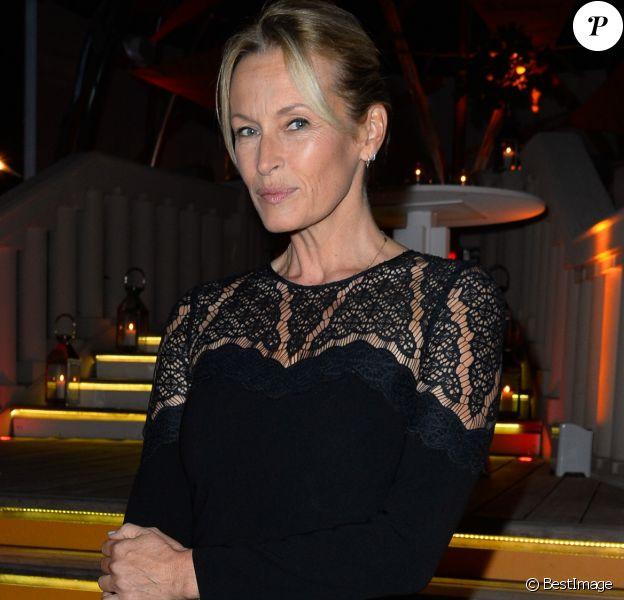 """Semi-Exclusif - Estelle Lefébure lors de la soirée d'inauguration de la """"Suite Michèle Morgan"""" de l'Hôtel Barrière le Majestic Cannes, le 7 octobre 2017. © Guirec Coadic/Bestimage"""