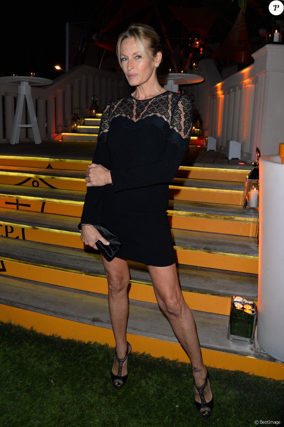 """Semi-Exclusif - Estelle Lefébure lors de la soirée d'inauguration de la """"Suite Michèle Morgan"""" de l' Hôtel   Barrière le Majestic Cannes , le 7 octobre 2017. © Guirec Coadic/Bestimage"""