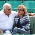 Dominique Strauss Kahn et sa compagne Myriam L'Aouffir dans les tribunes des Internationaux de France de tennis de Roland Garros le 30 mai 2015.