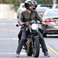 Exclusif - Gerard Butler fait un tour de moto à Los Angeles le 5 juin 2017.