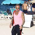 Gianluca Vacchi profite d'un après-midi ensoleillé sur la plage de Miami. Le 15 octobre 2017.