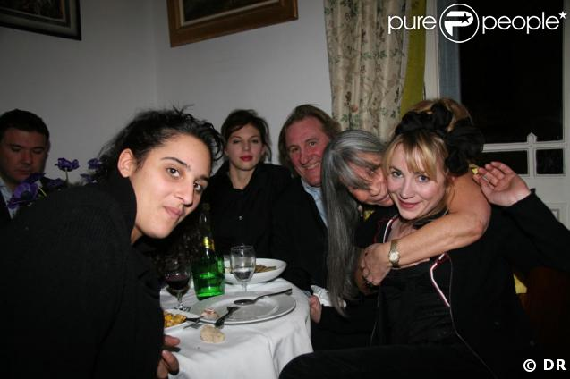 Gerard Depardieu avec ses deux filles Julie et Roxane et sa compagne Clémentine au restaurant de sa copine Sophie Rigon