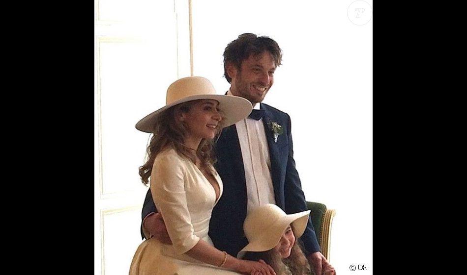 https//static1.purepeople.com/articles/1/25/56/91/@/3603934,photo,du,mariage,de,julie,zenatti,avec,b,950x0,2