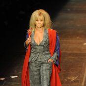 Jo Wood, 53 ans et les sublimes Alice Dellal et Daisy Lowe, donnent tout... pour Vivienne Westwood !