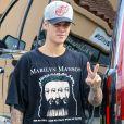 Justin Bieber portant un T-shirt à l'effigie de Marilyn Manson dans les rues de Santa Monica, Los Angeles, le 6 août 2015