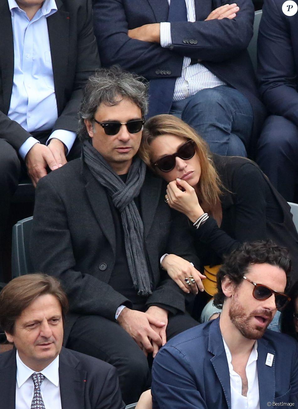 Laura Smet et son compagnon Raphaël - People dans les tribunes de la finale homme des internationaux de France de Roland Garros à Paris le 5 juin 2016. © Moreau-Jacovides / Bestimage