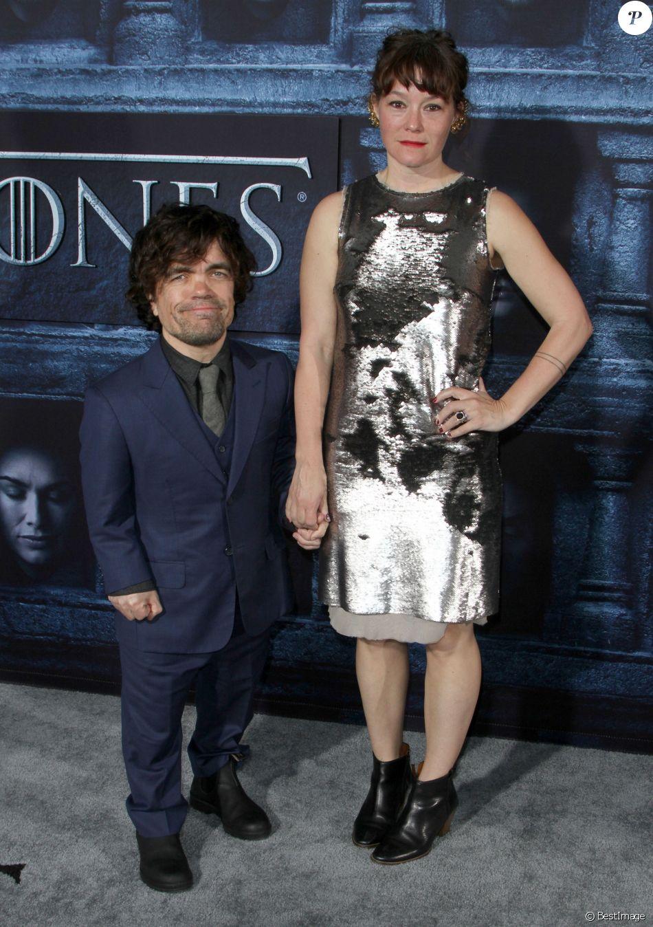 Peter Dinklage et sa femme Erica Schmidt lors de la première de la saison 6 de Game Of Thrones à Hollywood le 10 Avril 2016.