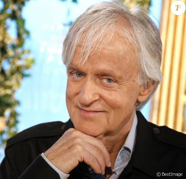 Portrait du chanteur Dave à Paris le 9 mars 2016