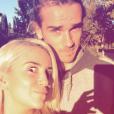 Antoine Griezmann et sa femme Erika Choperena grimacent au cours d'une sortie en famille à Madrid le 24 octobre 2017.