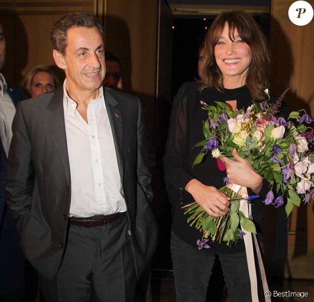 """Carla Bruni-Sarkozy après son concert """"French Touch"""" avec son mari Nicolas Sarkozy au théâtre Pallas à Athènes, Grèce, le 23 octobre 2017."""