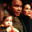 """Photo de Biaggio Ali Walsh, Muhammad Ali et Rasheda Ali."""