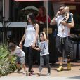 """Exclusif - Megan Fox et son mari Brian Austin Green sont allés déjeuner au restaurant mexicain """"Los Arroyos Montecito"""" avec leurs enfants Noah Shannon, Bodhi Ransom et Journey River, le 9 juillet 2017. Santa Barbara, le 9 juillet 2017."""