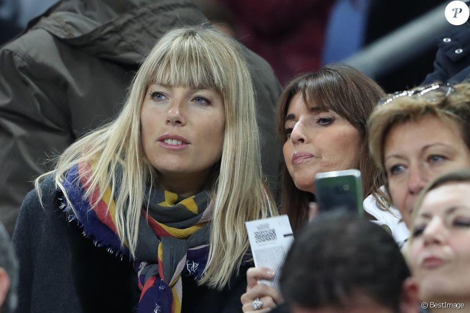 Mélanie Page, épouse de Nagui, et Claude Deschamps, la femme de Didier Deschamps, au Stade de France le 10 novembre 2017 pour le match amical France - Pays de Galles (2-0).