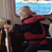 Jacques de Monaco, 2 ans : Beau petit marin chevelu, photographié par Charlene