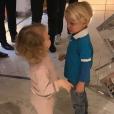 Le prince héréditaire Jacques et la princesse Gabriella de Monaco chez le coiffeur pour leur première coupe de cheveux, dixit leur mère la princesse Charlene de Monaco, qui a partagé cette photo le 13 novembre 2017 sur Instagram.