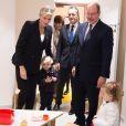 La princesse Charlene et le prince Albert II de Monaco, avec leurs jumeaux le prince héréditaire Jacques et la princesse Gabriella, ont visité le 14 novembre 2017 la micro-crèche A Farandola, à Monaco. © Eric Mathon / Palais Princier de Monaco
