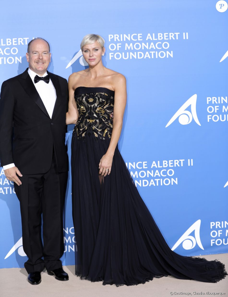 """Le prince Albert II de Monaco et la princesse Charlene au 1er """"Gala pour l'Océan de Monte-Carlo"""" sur les terrasses de l'Opéra à Monaco, le 28 septembre 2017. © Claudia Albuquerque/Bestimage"""