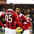 Robinho avec Mario Balotelli lors d'un match du Milan AC contre l'Udinese le 3 février 2011. Le 23 novembre 2017, le footballeur brésilien a été reconnu coupable de viol en réunion et condamné à neuf ans de prison.