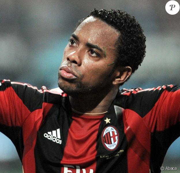 Robinho lors d'un match du Milan AC contre l'Inter le 2 avril 2011. Le 23 novembre 2017, le footballeur brésilien a été reconnu coupable de viol en réunion et condamné à neuf ans de prison.