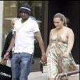 Exclusif - Robinho avec son épouse, alors enceinte de leur premier enfant, en 2007 à Madrid. Le 23 novembre 2017, le footballeur brésilien a été reconnu coupable de viol en réunion et condamné à neuf ans de prison.