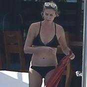 Charlize Theron : En bikini noir, une maman au top pour ses deux bambins