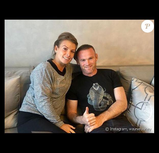 Wayne Rooney pose avec sa femme Coleen sur Instagram le 18 août, quelques heures après avoir annoncé l'arrivée prochaine d'un 4e enfant.