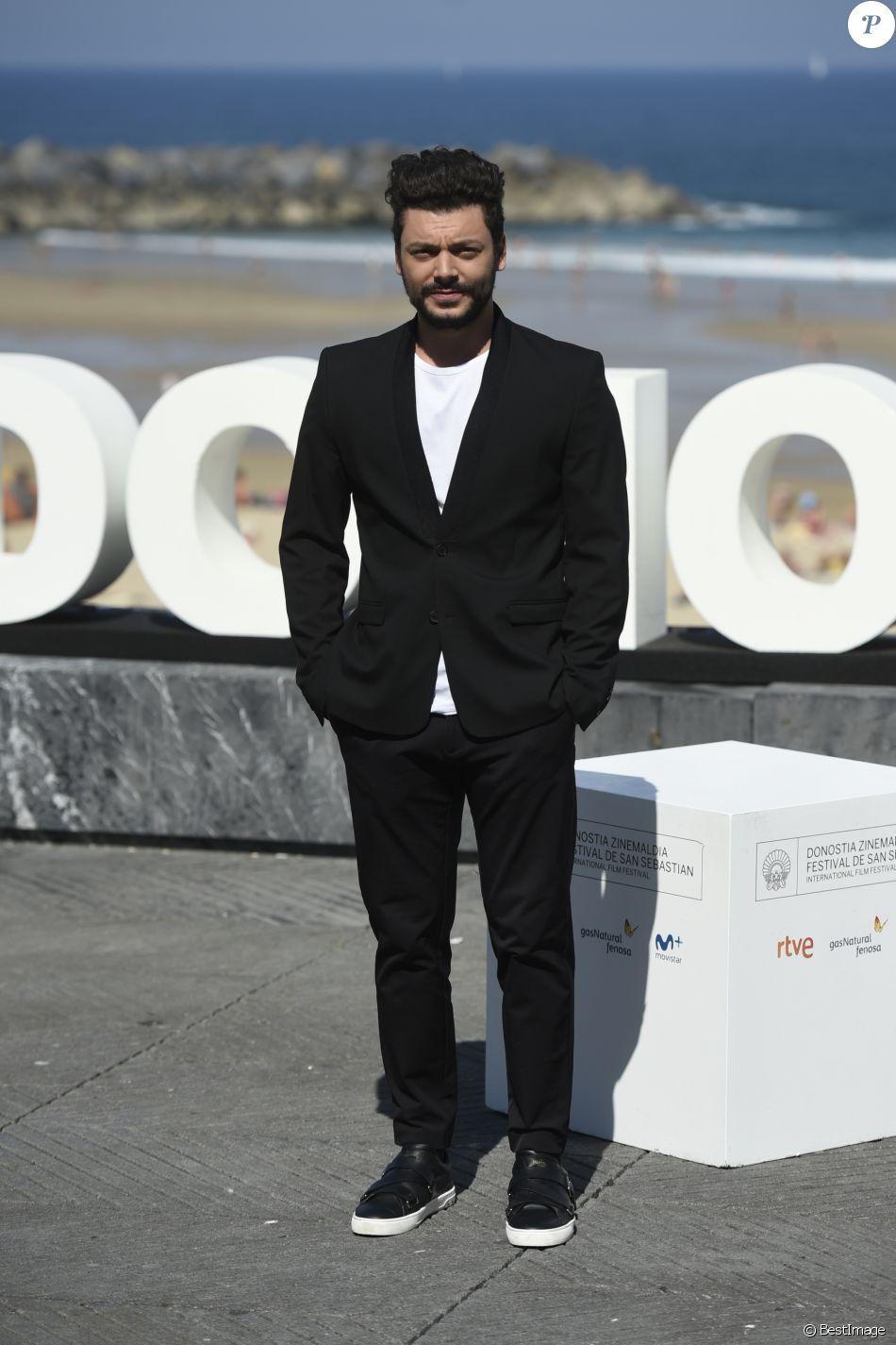 """Kev Adams au photocall du film """"Tout là-haut"""" lors du 65ème festival du film de San Sebastian, Espagne, le 24 septembre 2017."""