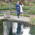 Le prince Harry et Meghan Markle devant la presse dans les jardins (le sunken garden) du palais de Kensington le 27 novembre 2017 à Londres suite à l'annonce de leurs fiançailles et de leur mariage prochain (au printemps 2018).