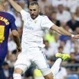 """Javier Mascherano et Karim Benzema. Finale de la Supercoupe d'Espagne """"Real Madrid - FC Barcelone"""" au stade Santiago Bernabeu à Madrid, le 16 août 2017."""