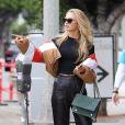 Romee Strijd à Beverly Hills, porte une doudoune Tularosa. Le 2 novembre 2017.