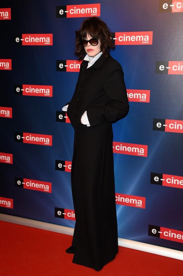 """Isabelle Adjani à la soirée de lancement de """"e-cinema.com"""". C'est une plateforme de cinéma dont l'ambition est de mettre en valeur la variété et la richesse de l'offre cinématographique en proposant un contenu entièrement inédit. Issy-les-Moulineaux, le 30 novembre 2017. © Guirec Coadic/Bestimage"""