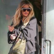 Khloé Kardashian, enceinte, continue scrupuleusement de camoufler ses formes...