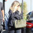 Exclusif - Khloé Kardashian, enceinte, à la sortie d'un studio d'enregistrement à Calabasas, le 4 décembre 2017