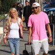 Tara Reid et son compagnon Ted Dhanik promènent leurs chiens dans les rues de West Hollywood. Le 3 décembre 2017