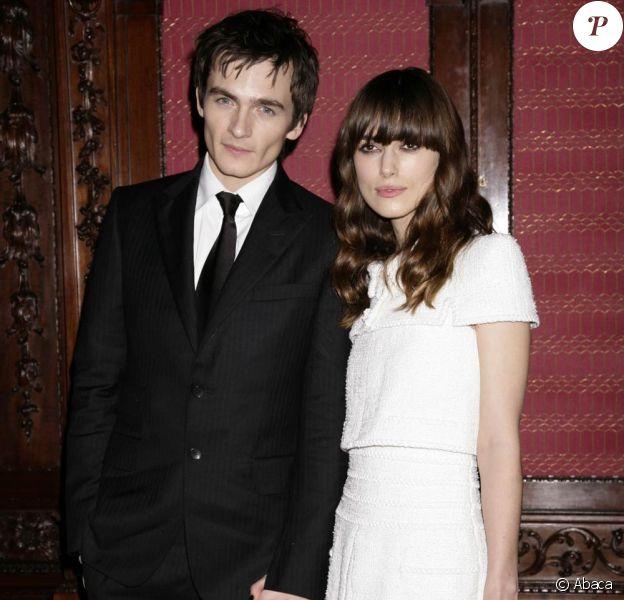 """Rupert Friend et sa girlfriend Keira Knightley à l'avant-première de """"The Young Victoria"""", le 3 mars 2009, à l'Odeon de Leicester Square"""