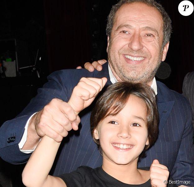 """Patrick Timsit avec son fils Lucien Timsit - Avant-première du film """"Stars 80, la suite"""" à l'Olympia de Paris le 5 décembre 2017. © Coadic Guirec/Bestimage"""