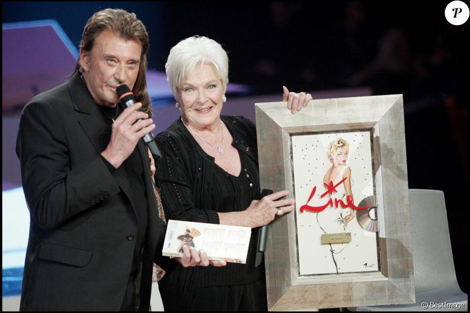 """Line Renaud et Johnny Hallyday - Emission """"La fête de la chanson française"""" sur France 2, janvier 2005."""
