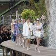 """Kaia Gerber - Défilé de mode """"Chanel"""", collection prêt-à-porter printemps-été 2018 au Grand Palais à Paris le 3 octobre 2017."""