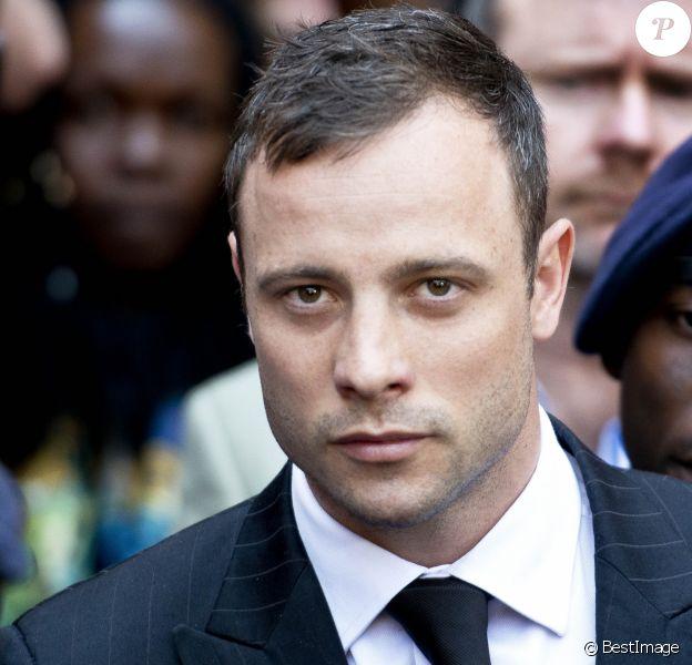 Oscar Pistorius quitte le tribunal de Pretoria, où il a été déclaré coupable d'homicide involontaire. Le 12 septembre 2014.