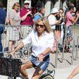 La première dame Brigitte Macron part en vélo à la plage avec sa fille Tiphaine Auzière, son compagnon Antoine et leurs enfants Elise et Aurèle au Touquet, le 17 juin 2017 © Dominique Jacovides/Sébastien Valiela/Bestimage