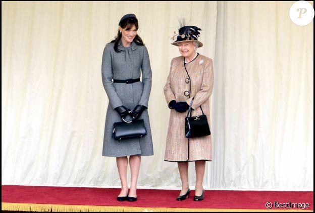 Carla Bruni-Sarkozy et Elizabeth II au château de Windsor, le 26 mars 2008.