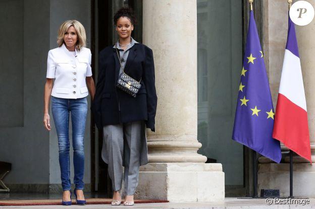 La chanteuse Rihanna et Brigitte Macron au palais de l'Elysée à Paris, le 26 juillet 2017. La chanteuse est venue pour un entretien avec le président de la République. © Stéphane Lemouton / Bestimage