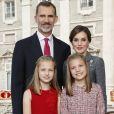 Carte de voeux du roi Felipe VI et de la reine Letizia d'Espagne avec leurs filles la princesse Leonor des Asturies et l'infante Sofia pour les fêtes de fin d'année 2017, réalisée le 12 octobre au palais royal à Madrid et dévoilée le 11 décembre.